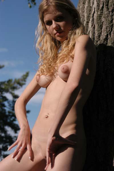 Model Liza in Detener