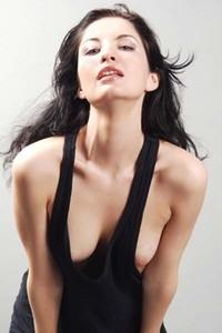 Model Rita in Contrast