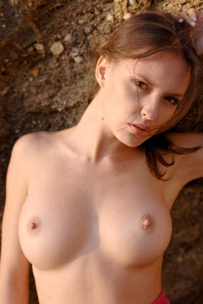 Model Niki in Desert Island